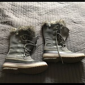 Joan of Arctic SOREL boots size 9.5